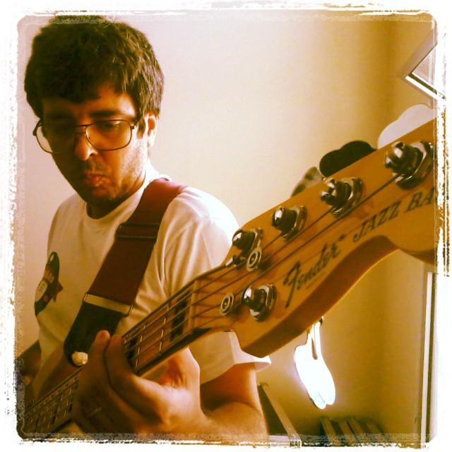 Seu primeiro contato com um baixo Fender - Página 2 Jazzbass_cassino